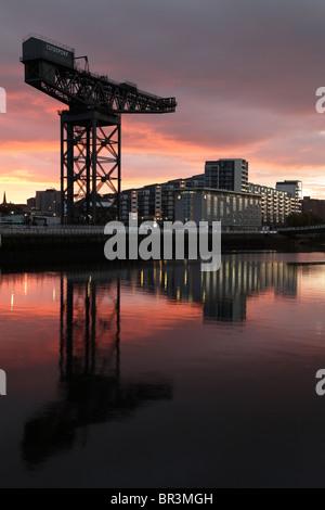 L'Finnieston Crane au lever du soleil à côté de la rivière Clyde, Glasgow, Écosse, Royaume-Uni Banque D'Images