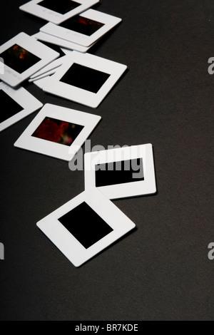 Diapositives sur fond noir. Banque D'Images