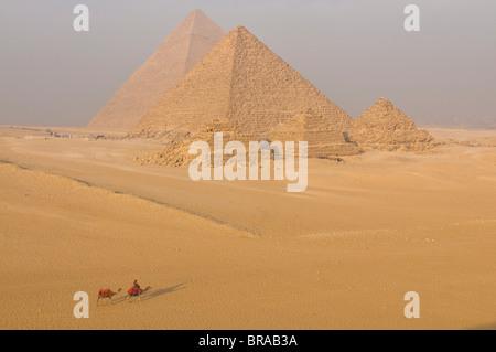 Les Pyramides de Gizeh, UNESCO World Heritage Site, près du Caire, Egypte, Afrique du Nord, Afrique Banque D'Images