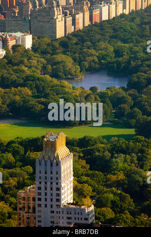 Tôt le matin, vue sur Central Park et les bâtiments de l'Upper West Side à Manhattan, New York City USA Banque D'Images
