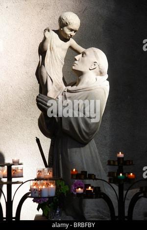 Saint Antoine dans la Cathédrale de Reims, Reims, Marne, France