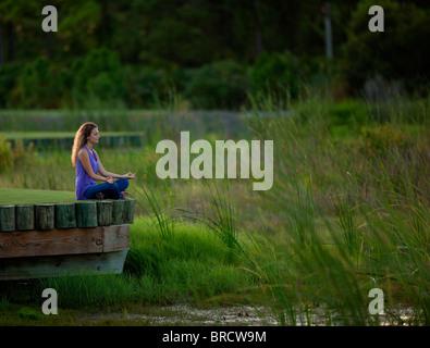 La méditation dans un cadre paisible Banque D'Images