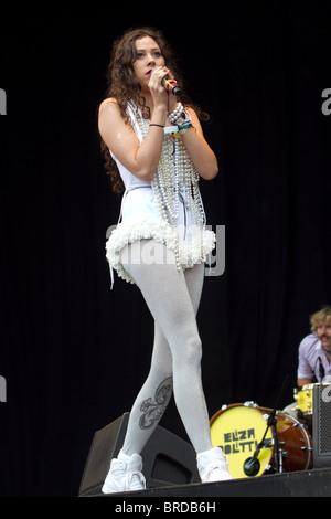 Eliza Doolittle effectuant à Bestival, 12 Septembre 2010 Banque D'Images