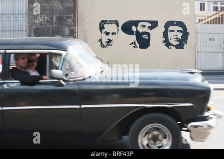 La HAVANE: GRAFFITI COMMUNISTE ET VINTAGE CAR
