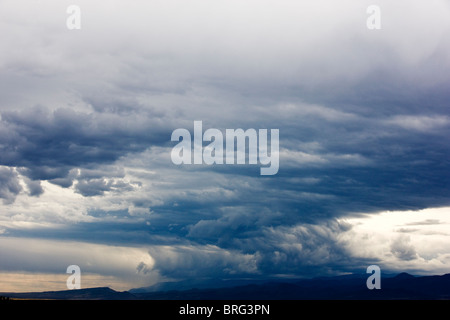 Ciel orageux sur les montagnes humides, San Isabel National Forest, au sud de Canyon City, Colorado, USA Banque D'Images
