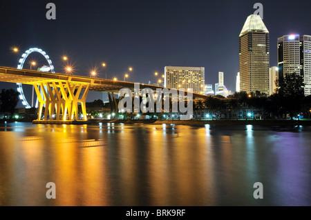 Le paysage Marina comme vu de Tanjong Rhu à Singapour. Banque D'Images