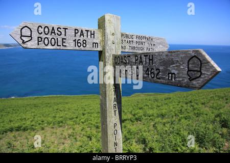 Enseigne sur South West Coast Path au point de départ, Devon Banque D'Images