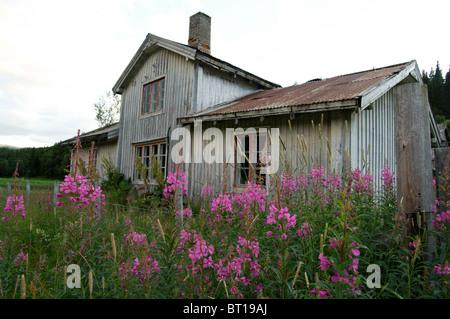 Une vieille maison de ferme abandonnée dans la partie orientale de la Norvège Banque D'Images