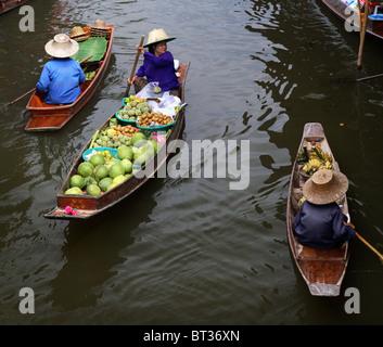 Marchands de marché flottant à Bangkok, Thaïlande Banque D'Images
