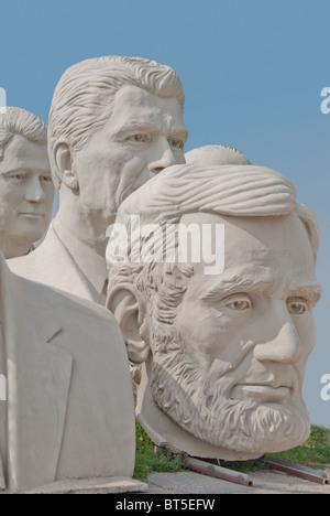 Sculptures en béton blanc de présidents des USA, à David Adickes Sculpturworx Studio à Houston, Texas, USA