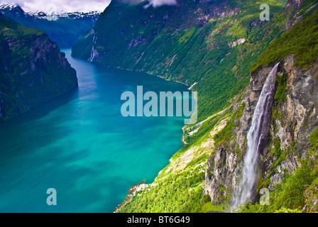 Cascade de fjord de Geiranger, cascade de 500 pieds, fjord de Geiranger, Site du patrimoine mondial, Fjords Ouest, Banque D'Images