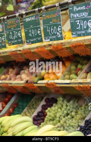 Marché de Fruits à Paris, France Banque D'Images