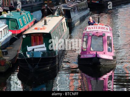 Bus de l'eau Birmingham vu sur le canal dans le centre-ville. UK Banque D'Images