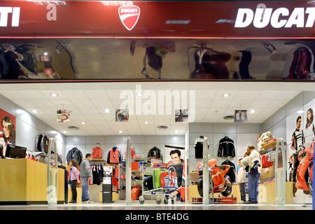 55b4eca6469d6 Ducati de Bologne shop store dans le centre commercial terminal des départs  à l aéroport