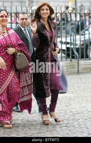 L'actrice indienne Shilpa Shetty film star de Bollywood et sa mère Sunanda pour l'abbaye de Westminster le jour Banque D'Images