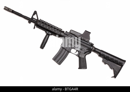 Série d'armes nucléaires. US Army M4A1 Carbine avec poignée tactique holographique et la vue. Isolé sur fond blanc Banque D'Images