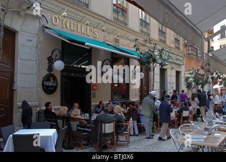 Cafe de la chaussée et pub, Malaga, Costa del Sol, la province de Malaga, Andalousie, Espagne, Europe de l'Ouest. Banque D'Images