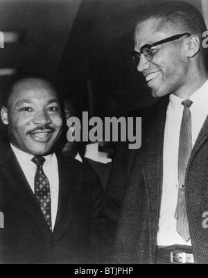 Martin Luther King Jr., et Malcolm X, vers. 1964. Archives CSU/avec la permission d'Everett Collection Banque D'Images