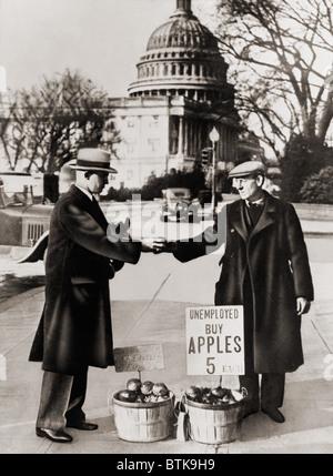 La grande dépression. Homme au chômage vend des pommes près du Capitole à Washington D.C. en tant que la grande Banque D'Images