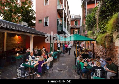 Pat O'Brien's Irish Bar en début de soirée, Quartier français, la Nouvelle Orléans, Louisiane, USA Banque D'Images
