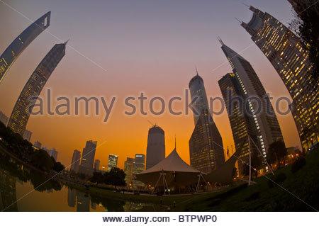 L'horizon de la financier de Lujiazui dans le district de Pudong de Shanghai, Chine Banque D'Images