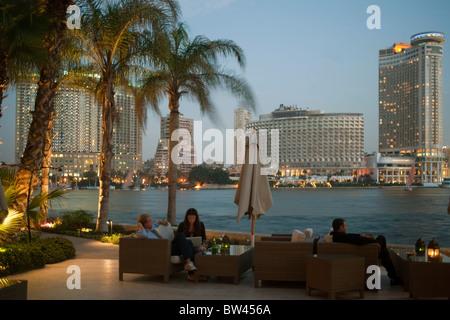 Egypte, Caire, vue depuis la terrasse de l'hôtel Sofitel El Gezira. L'hôtel Four Seasons, à gauche, à droite sur Banque D'Images