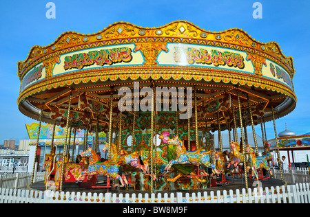 Carousel sur Palace Pier, Brighton, East Sussex, UK Banque D'Images