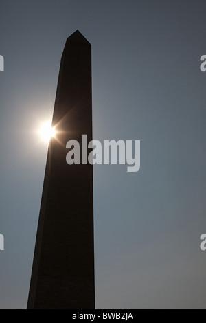 La lumière du soleil et le monument de Washington, Washington DC, USA Banque D'Images