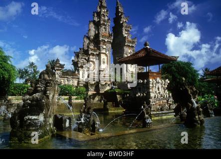 Temple de jardin de l'hôtel, la plage de Sanur, Bali Banque D'Images