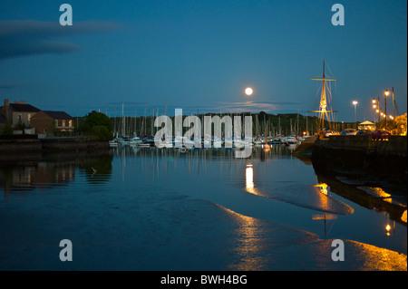 En tant que destination touristique populaire clair de Kinsale harbour, célèbre destination touristique, dans le Banque D'Images