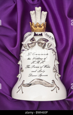 Tasses de Bell à l'occasion du mariage de S.A.R. le Prince de Galles et de Lady Diana Spencer Banque D'Images