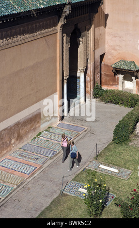 Les touristes qui visitent les tombeaux saadiens, Marrakech, Maroc, Afrique
