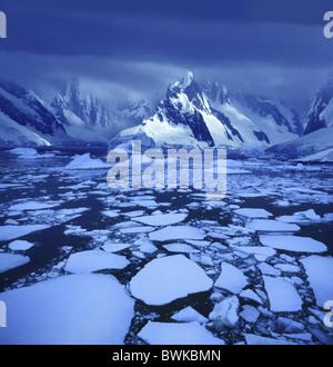 Bancs de glace près du Cercle Antarctique, Terre de Graham, Péninsule Antarctique, l'Antarctique Banque D'Images