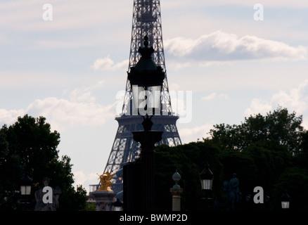Tour Eiffel à partir de la Place de la Concorde, Paris Banque D'Images