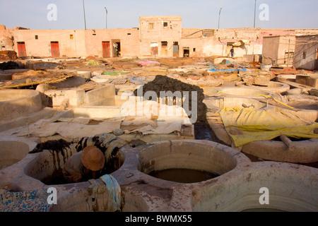 Les rues de Marrakech Maroc Travail Tanneries Banque D'Images