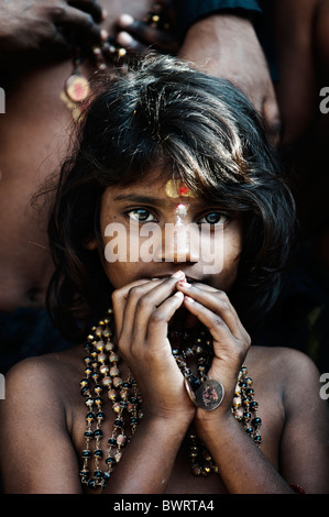Indian girl sur Ayappa pèlerinage. L'Andhra Pradesh, Inde
