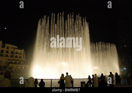 Fontaines dansantes dans le centre-ville de DUBAÏ, ÉMIRATS ARABES UNIS Banque D'Images