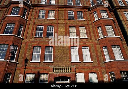 Windows sur un immeuble, Chelsea, Londres, Angleterre, Royaume-Uni. Banque D'Images