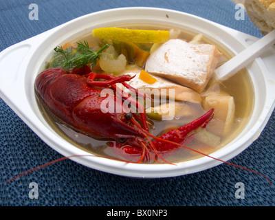 La soupe de poisson servi dans un marché d'agriculteurs à Prenzlauer Berg à Berlin en hiver Banque D'Images