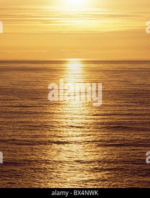 Soleil sur l'océan Pacifique de Palmer's Point, Patrick's Point State Park, Californie, USA Banque D'Images