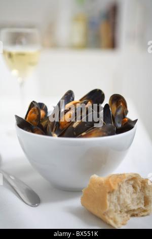Résultats de recherche Résultats du Web moules marinière moules dans un bol blanc avec pain