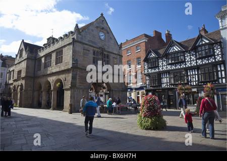 Vieille Halle et carré en été, soleil, Shrewsbury, Shropshire, Angleterre, Royaume-Uni, Europe Banque D'Images