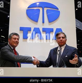 Ratan N. Tata, Paolo Pininfarina, Prima Tata, logo Banque D'Images