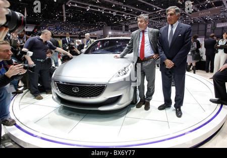 Ratan N. Tata, Paolo Pininfarina, Tata Prima, location Banque D'Images