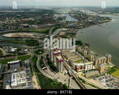 Vue aérienne de grand développement de la propriété (Barratt - Electron) sur la Tamise, avec le Royal Victoria et Banque D'Images