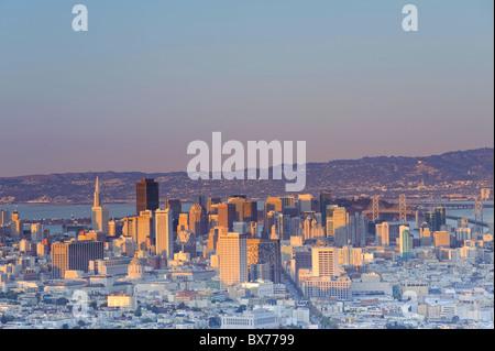 États-unis, Californie, San Francisco, Skyline vue de Twin Peaks Banque D'Images