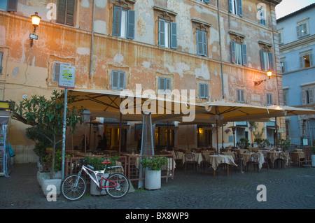 La Piazza Santa Maria in Trastevere à Trastevere Rome Italie Europe Banque D'Images