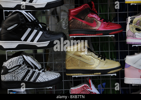 Adidas et Nike chaussures de faux à Bangkok Banque D'Images