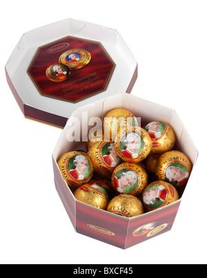 Boîte de chocolats Mozartkugel Mirabell Salzburger Echte Banque D'Images