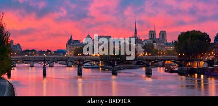 France, Paris, rives de la Seine, classées au Patrimoine Mondial de l'UNESCO, l'Ile de la cité, le Pont des Arts Banque D'Images